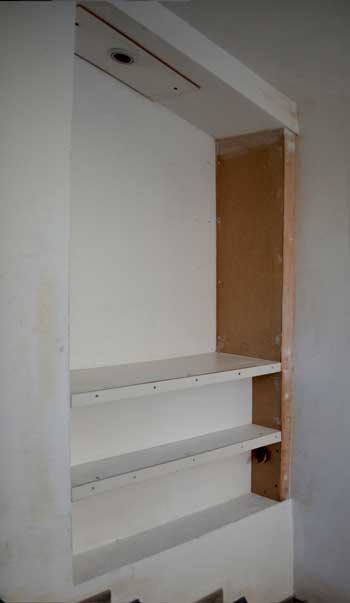 photo-diy-staircase-shelves-4