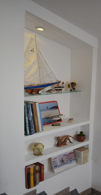 photo-diy-shelves-staircase
